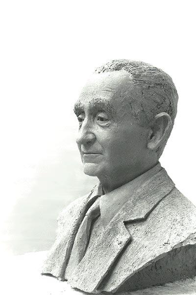 Buste en bronze de Pierre Mendès-France à Outreau 62